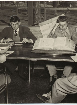 Group-of-students-studying-in-the-Larson-Library-1949